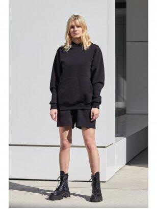 Moteriškas juodas džemperis su gobtuvu