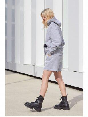 Moteriškas pilkas džemperis su gobtuvu