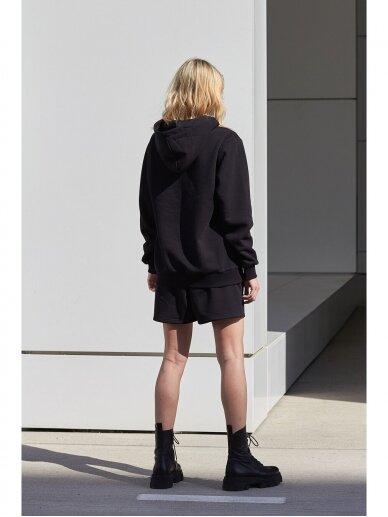 Moteriškas juodas džemperis su gobtuvu 3