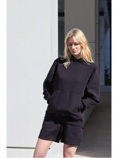 Moteriškas juodas džemperis su gobtuvu 5