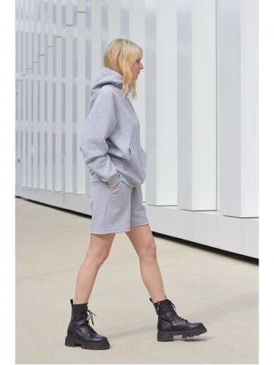 Moteriškas pilkas džemperis su gobtuvu 3